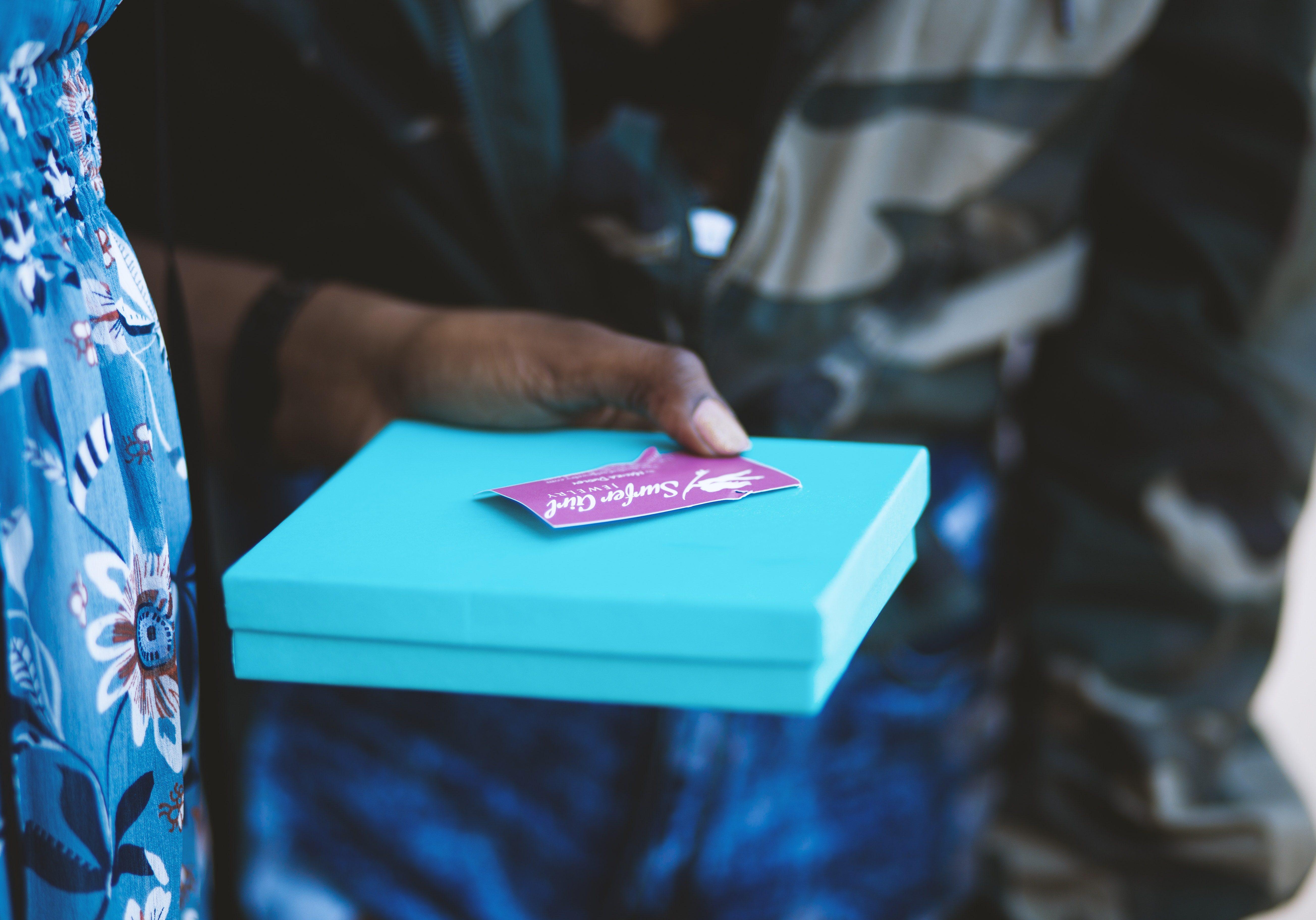 blue-box-card-1229180